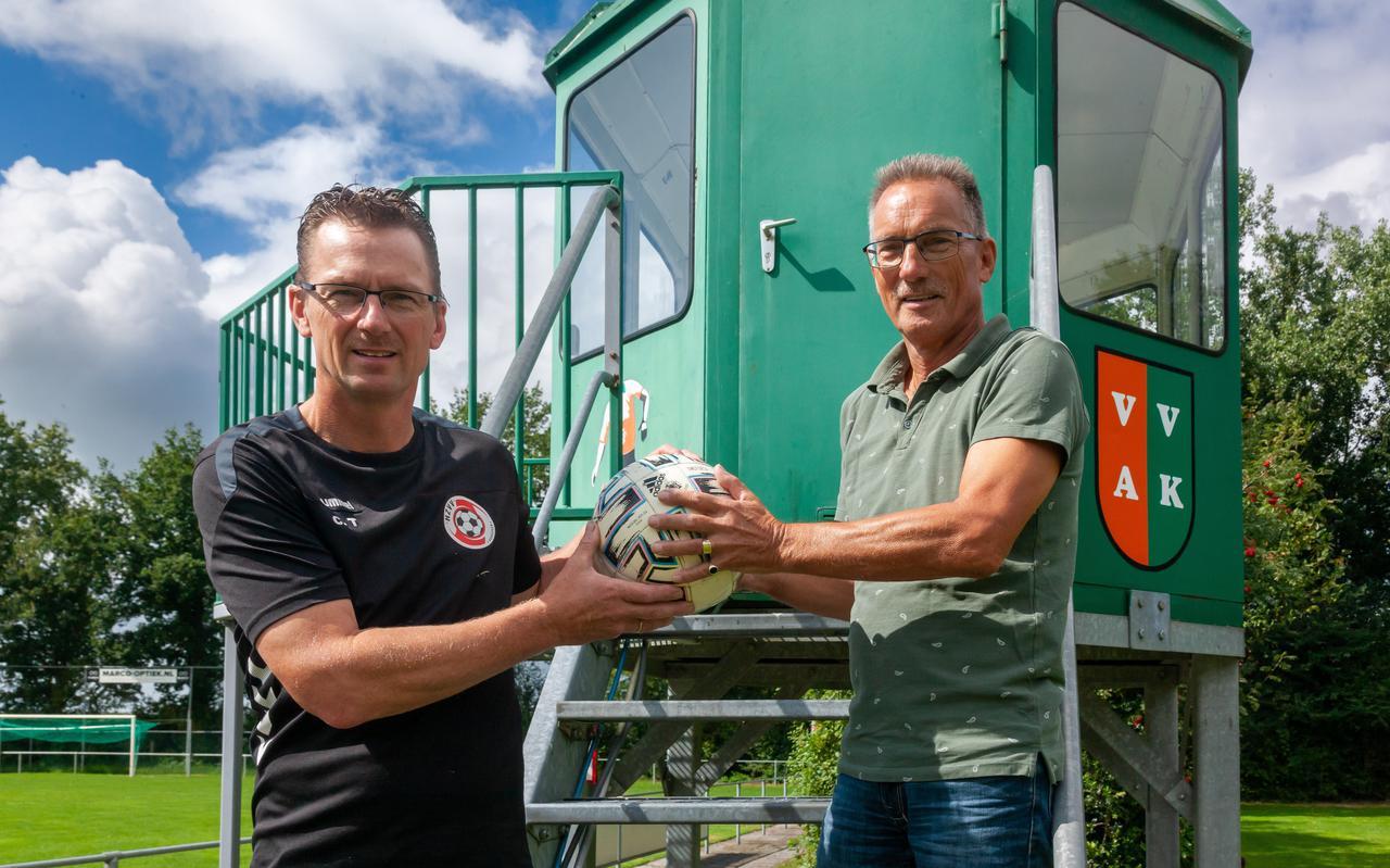 Broers Cor en Henk Timmerman zijn erelid van verschillende voetbalclubs : 'Dat ik erelid ben geworden vind ik een grote eer'
